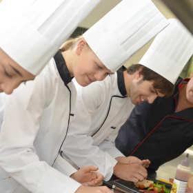 Praca w gastronomii – najlepiej z odpowiednim wykształceniem