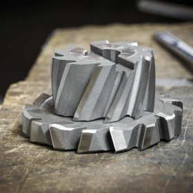 Obróbka metali – specjalistyczny sprzęt i proces skrawania