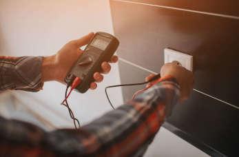 Instalacje elektryczne – domowy prąd bez zbędnych napięć