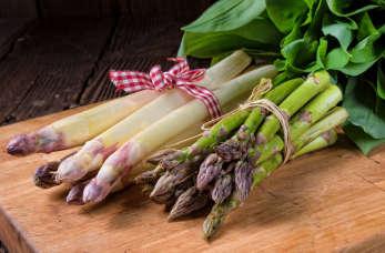 Szparagi – przysmak królów na Twoim talerzu