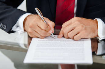 Umowa o pracę, zlecenie i o dzieło – jakie prawa ma pracownik zatrudniony na ich podstawie?