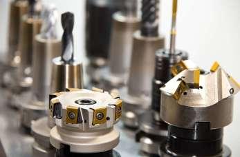Zalety obróbki metali maszynami CNC