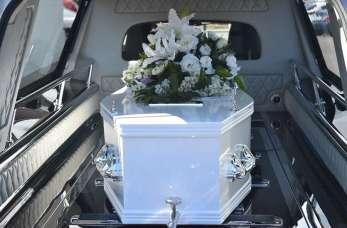 Jak przygotować ciało zmarłej osoby do pogrzebu?