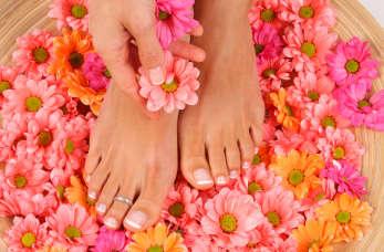 Jak zrobić idealny pedicure? Zadbaj o swoje stopy na lato