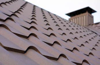 Efektowny dach – jak stworzyć wyjątkowe pokrycie?