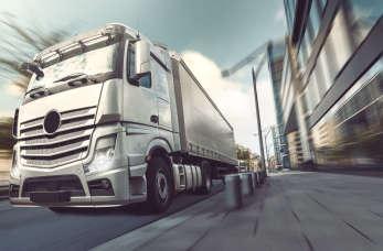 Jakie są wady i zalety transportu lądowego?