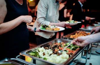Co oferują dzisiaj typowe polskie jadłodajnie? – usługi cateringowe