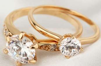 Jak wybrać pierścionek zaręczynowy?