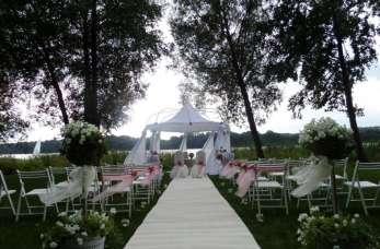 Czym się kierować wybierając salę weselną?