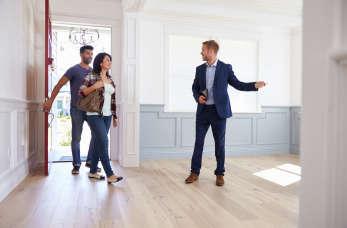 Dlaczego warto kupować dom lub mieszkanie z biurem nieruchomości?