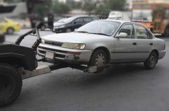 Holowanie pojazdów – kiedy niezbędne są usługi pomocy drogowej?