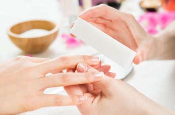 Manicure, czyli jak profesjonalnie zadbać o paznokcie u rąk?