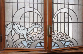 Szkło – ponadczasowy materiał, który upiększy każdy dom