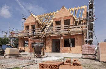 Jakie są konsekwencje budowy domu bez potrzebnego pozwolenia?