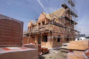 Jak szybko zbudować dom? Sukces dzięki szeroko wyspecjalizowanej firmie