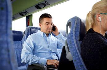 Kiedy warto skorzystać z profesjonalnego przewozu osób?