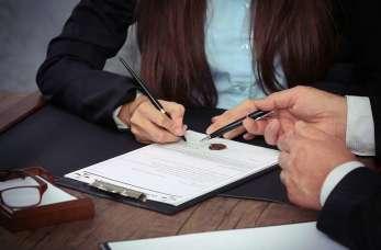 Co warto wiedzieć przy podpisywaniu aktu notarialnego?