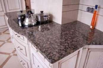 Blaty kuchenne z kamienia połączeniem elegancji i funkcjonalności