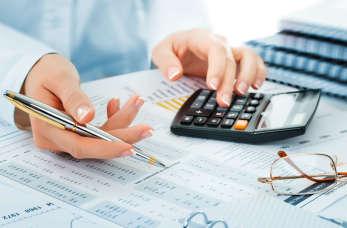 Jakie czynności świadczą księgowi w ramach obsługi kadrowo-płacowej firm?