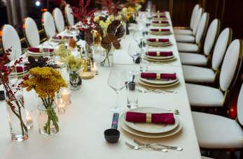 Jakie imprezy okolicznościowe zorganizować można w restauracji?