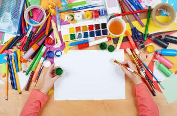 Dziecięca twórczość w kolorach, czyli dwa słowa o farbach i plastelinie