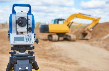 Geodezyjna obsługa inwestycji – kiedy na budowie potrzebny jest geodeta?