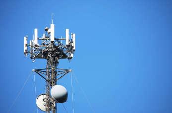 Zasięg w dowolnym miejscu dzięki mobilnemu masztowi GSM