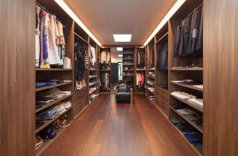 Funkcjonalne szafy wnękowe – sposób na małe mieszkanie?