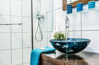 Jakie elementy są niezbędne w wyposażeniu łazienki?
