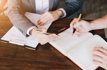 Doradca prawny – kiedy może pomóc firmie?