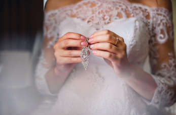 Biżuteria ślubna – jakie elementy wybrać?