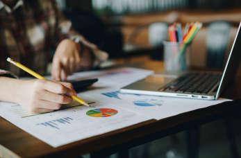 Jakie usługi księgowe świadczy renomowane biuro rachunkowe A & B?