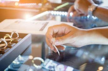 Sprzedaż, naprawa i projektowanie biżuterii – najlepsze pracownie jubilerskie
