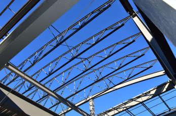 Stalowe konstrukcje podbijają rynek budowlany. Sprawdź dlaczego