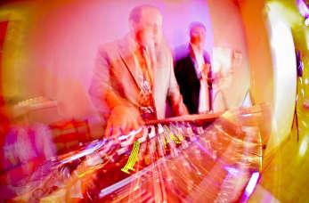 Dlaczego warto i jak wybrać DJ'a na przyjęcie weselne?
