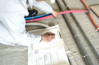 Wymiana instalacji wewnętrznych w domu przy kompleksowych remontach
