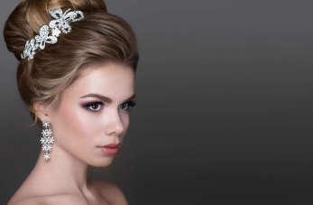 Jak dopasować biżuterię do sukni ślubnej?