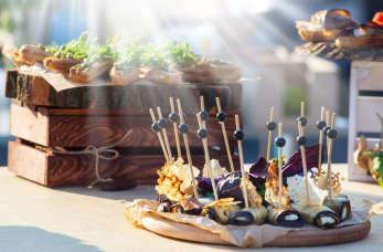 Na co zwrócić uwagę przy korzystaniu z usług cateringowych przy imprezach?