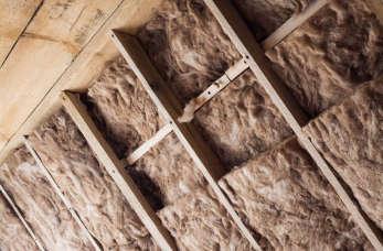Ocieplenie dachu – jaki materiał wybrać?