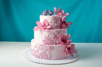 Jak znaleźć piękny, smaczny i niedrogi tort weselny, który przypadnie do gustu wszystkim gościom?
