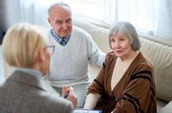 Opieka nad osobą starszą – jak sobie radzić, kiedy spada na Twoje barki?