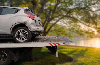 W jaki sposób szybko i bezpiecznie przetransportować niesprawny pojazd?