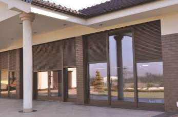 Systemy osłonowe dla budynków – rolety zewnętrzne
