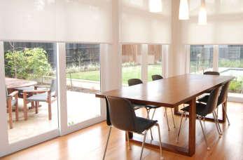 Jakie okna do domu – aluminiowe, PCV, czy drewniane?