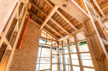 Innowacyjne usługi tartaczne – od sprzedaży drewna konstrukcyjnego, po budowę domów szkieletowych