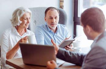 Czy warto korzystać z pomocy pośrednika ubezpieczeniowego?