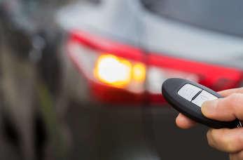Nowoczesne systemy do pojazdów – w co warto wyposażyć auto?