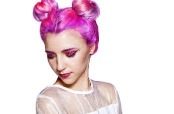 Czy farbowanie na nietypowy kolor bardzo zniszczy Twoje włosy?