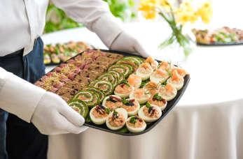 Jak wybrać catering na domowe imprezy okolicznościowe?