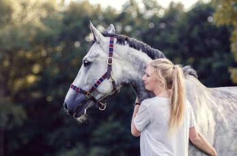 5 powodów, które uświadomią Ci, że warto wysłać swoje dziecko na naukę jazdy konno!